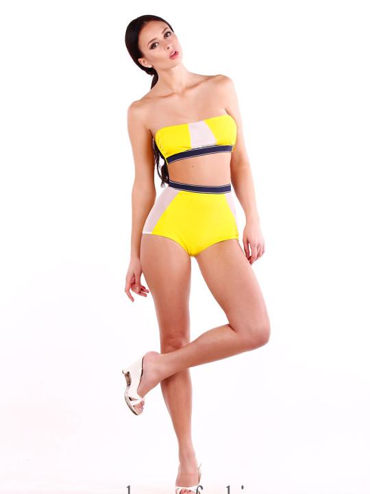 Желтый спортивный купальник с высокими плавками