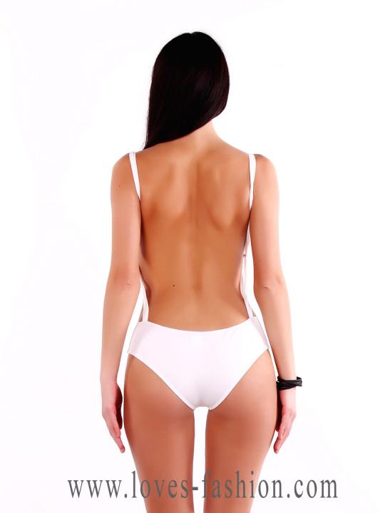 Цельный белый купальник с открытой спиной